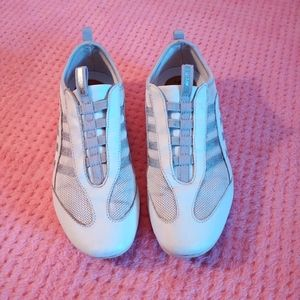 Size 7 Women's Geox Respira White Shoes